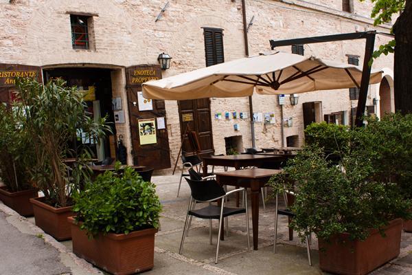 Enoteca Properzio Dehors Italia